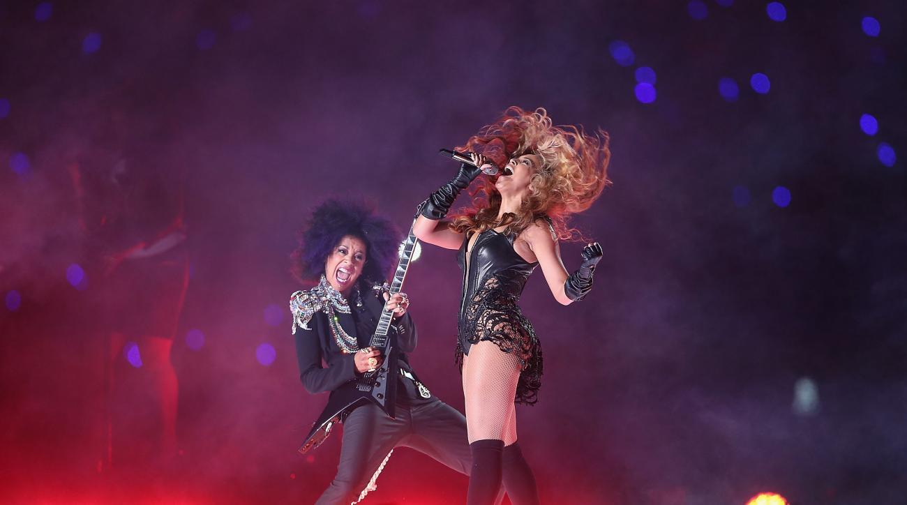 Beyoncé performs at Super Bowl 50 halftime show