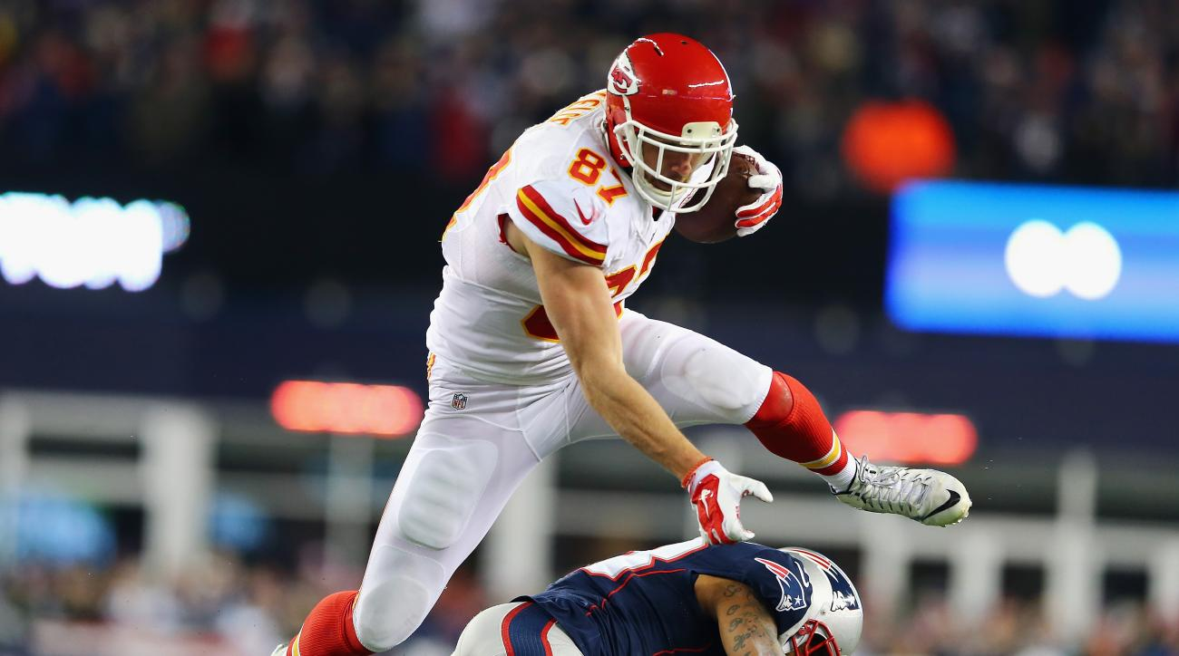 Chiefs sign Travis Kelce to contract extension