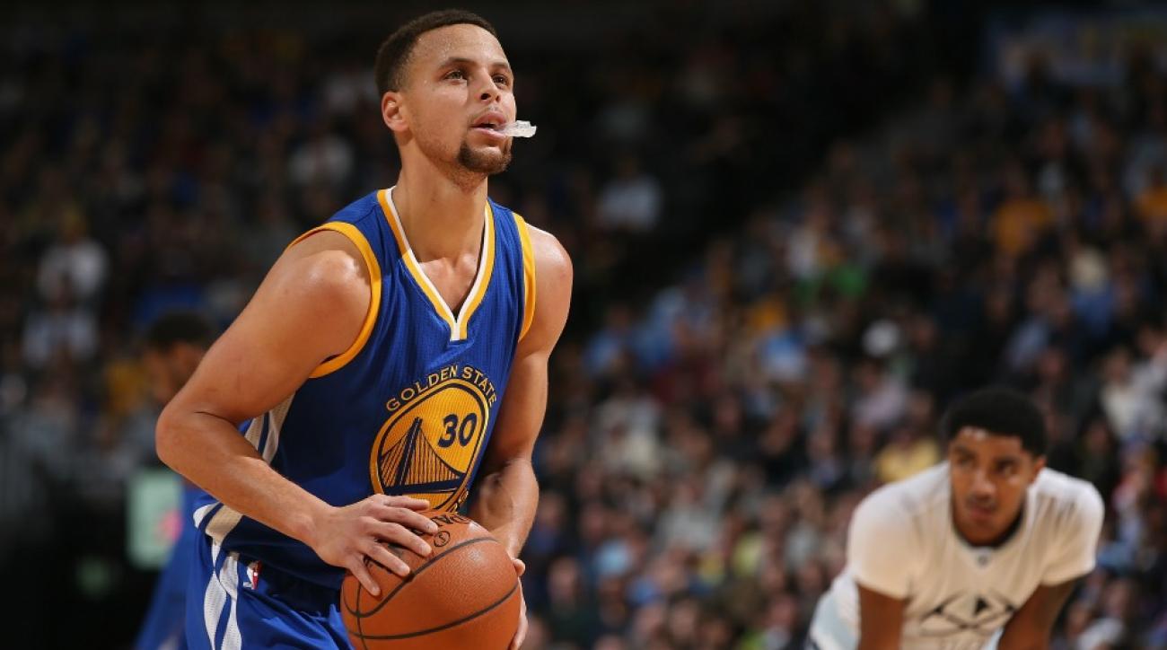 Golden State Warriors' Stephen Curry teach Amir Khan to shoot free throw