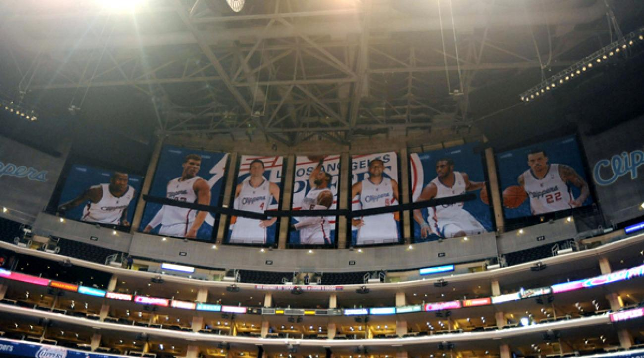Doc Rivers covers up Lakers title banners with Clippers posters at