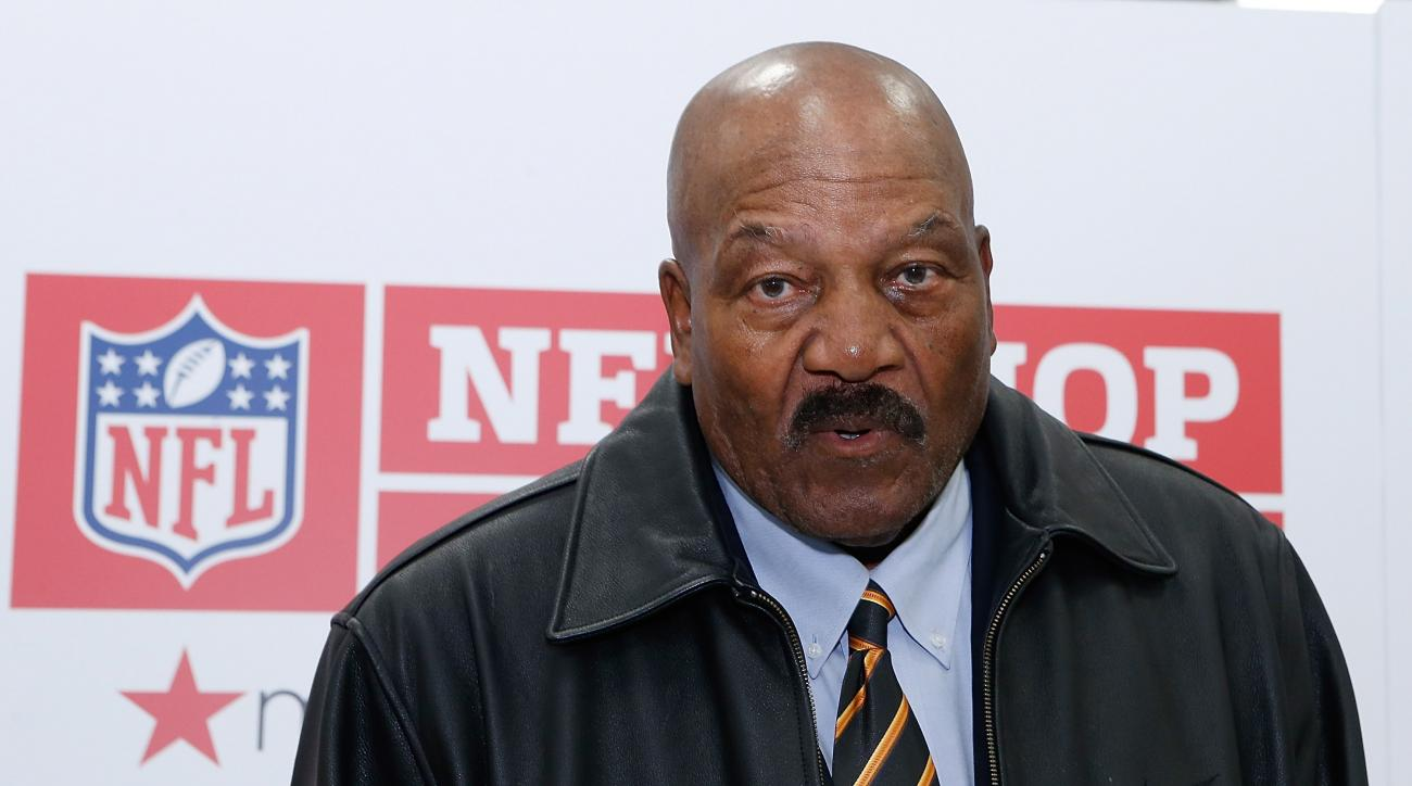 Hall of Famer Jim Brown denies a claim by the auction site that he had acknowledged the authenticity of the ring at a previous auction.