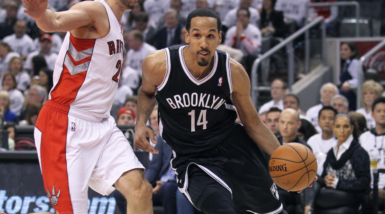 The Golden State Warriors signed Shaun Livingston away from the Brooklyn Nets.