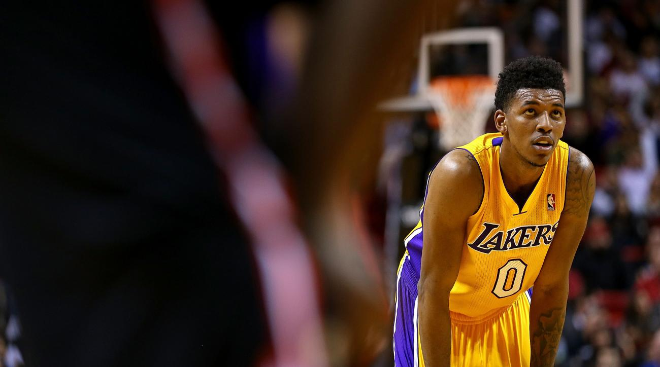 Jordan Hill Nick Young Re Sign With Los Angeles Lakers Si Com
