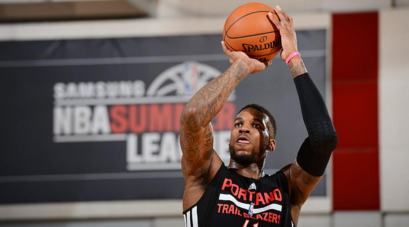 The Portland Trail Blazers' Thomas Robinson ended up in a highlight reel for the wrong reason with his poorly attempted dunk.