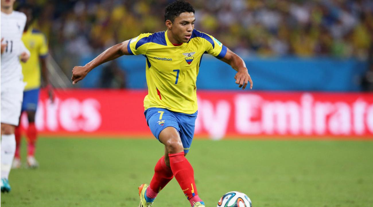 Jefferson Montero signs with Swansea City