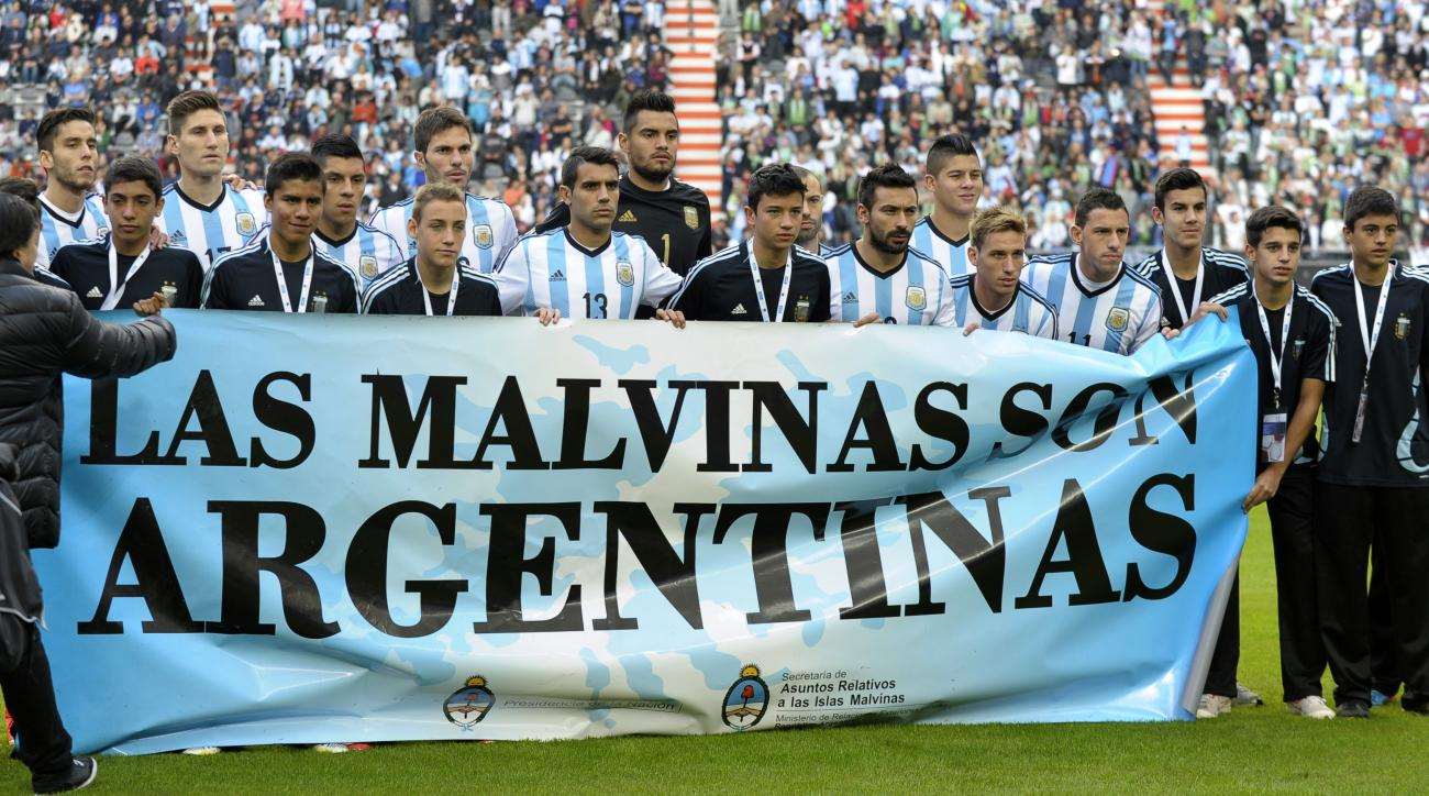 argentina fifa political sign fine Las Malvinas son Argentinas
