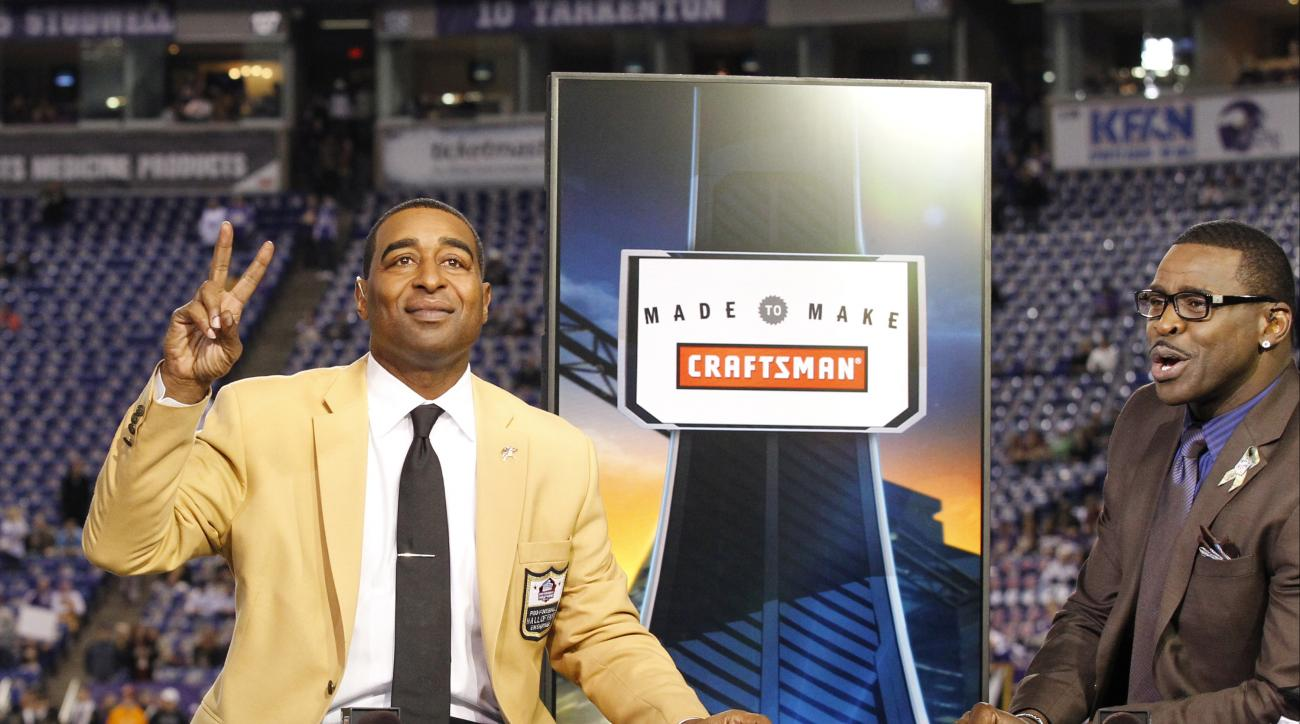 Hall of Fame wide receivers Cris Carter and Michael Irvin will be next year's Pro Bowl captains.