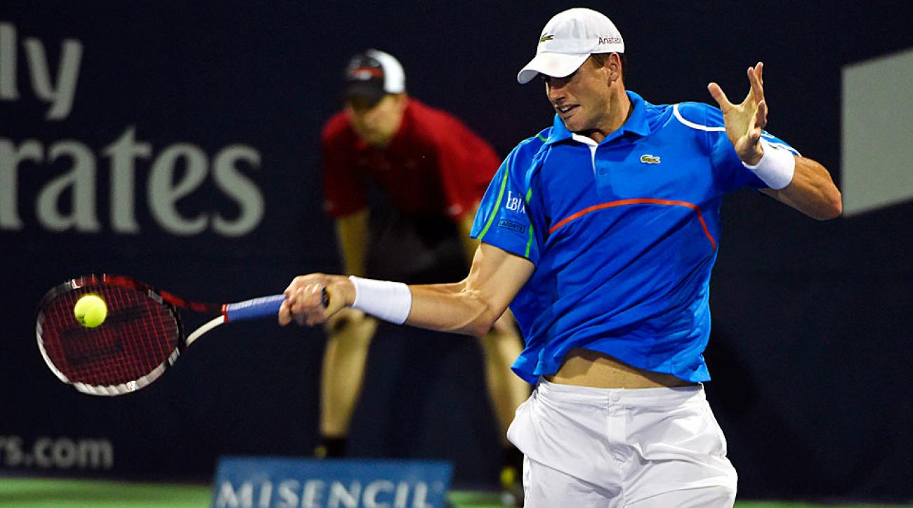 John Isner was upset in his opening match in his second straight tournament, falling to Ivan Dodig on Monday night.