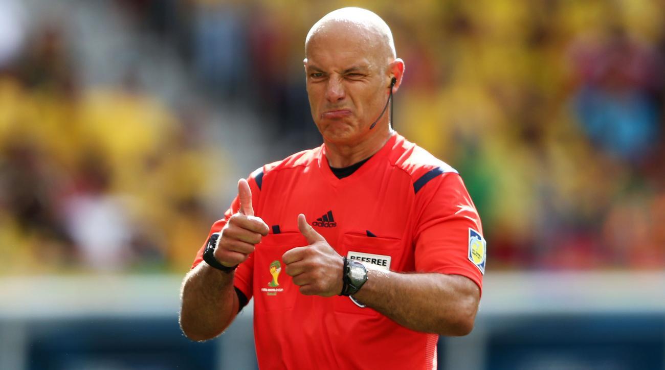 Referee Howard Webb retires from Premier League