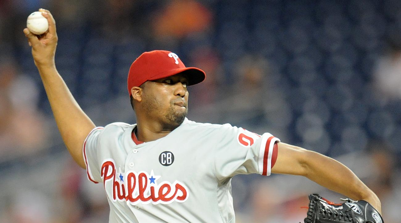 The Los Angeles Dodgers acquired starter Roberto Hernandez from the Philadelphia Phillies.