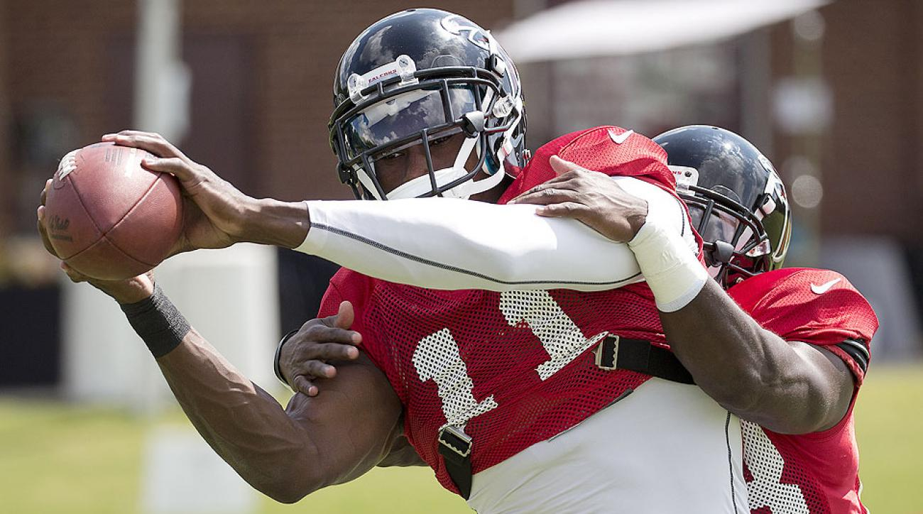Julio Jones catches a pass at Falcons training camp