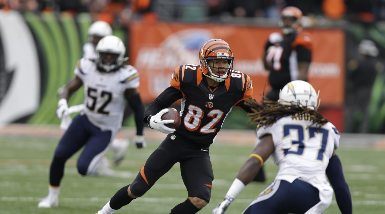 Cincinnati Bengals wide receiver Marvin Jones broke his foot in practice Saturday and will be out a couple weeks.