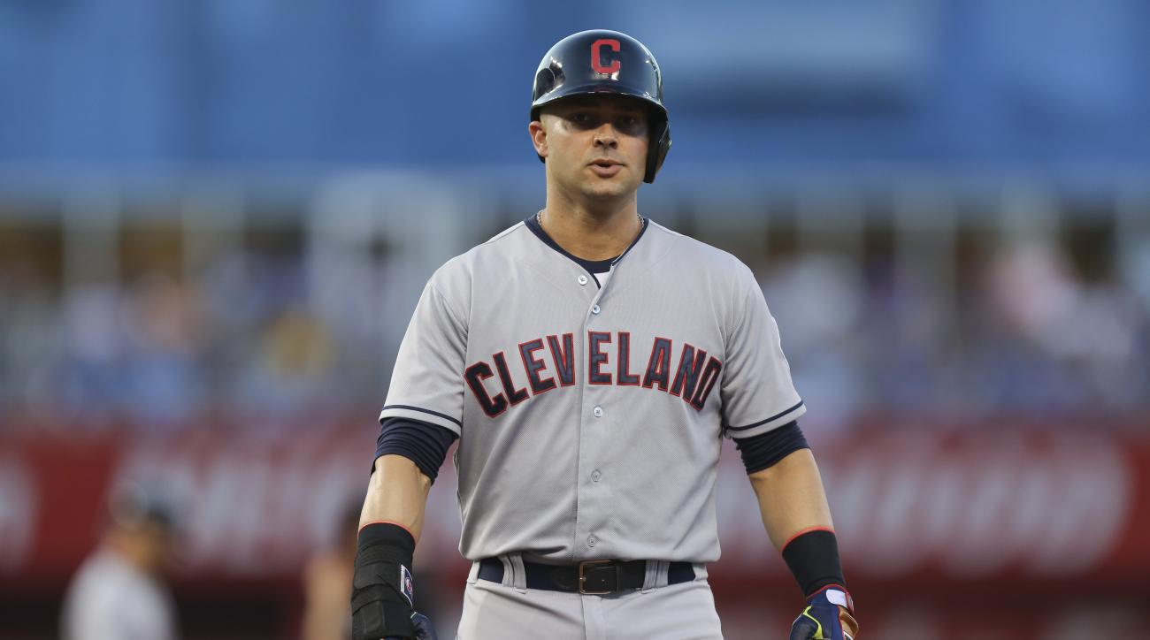 Cleveland Indians first baseman Nick Swisher will seek a second opinion on his injured knee