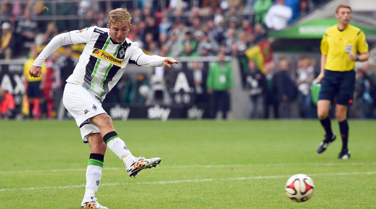 Christof Kramer scored the equalizer as Borussia Monchengladbach fought to a 1-1 draw with Stuttgart to open its Bundesliga season.