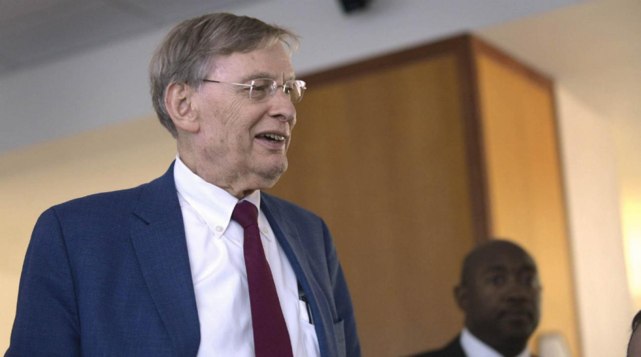 Padres fans petition remove Bud Selig's name