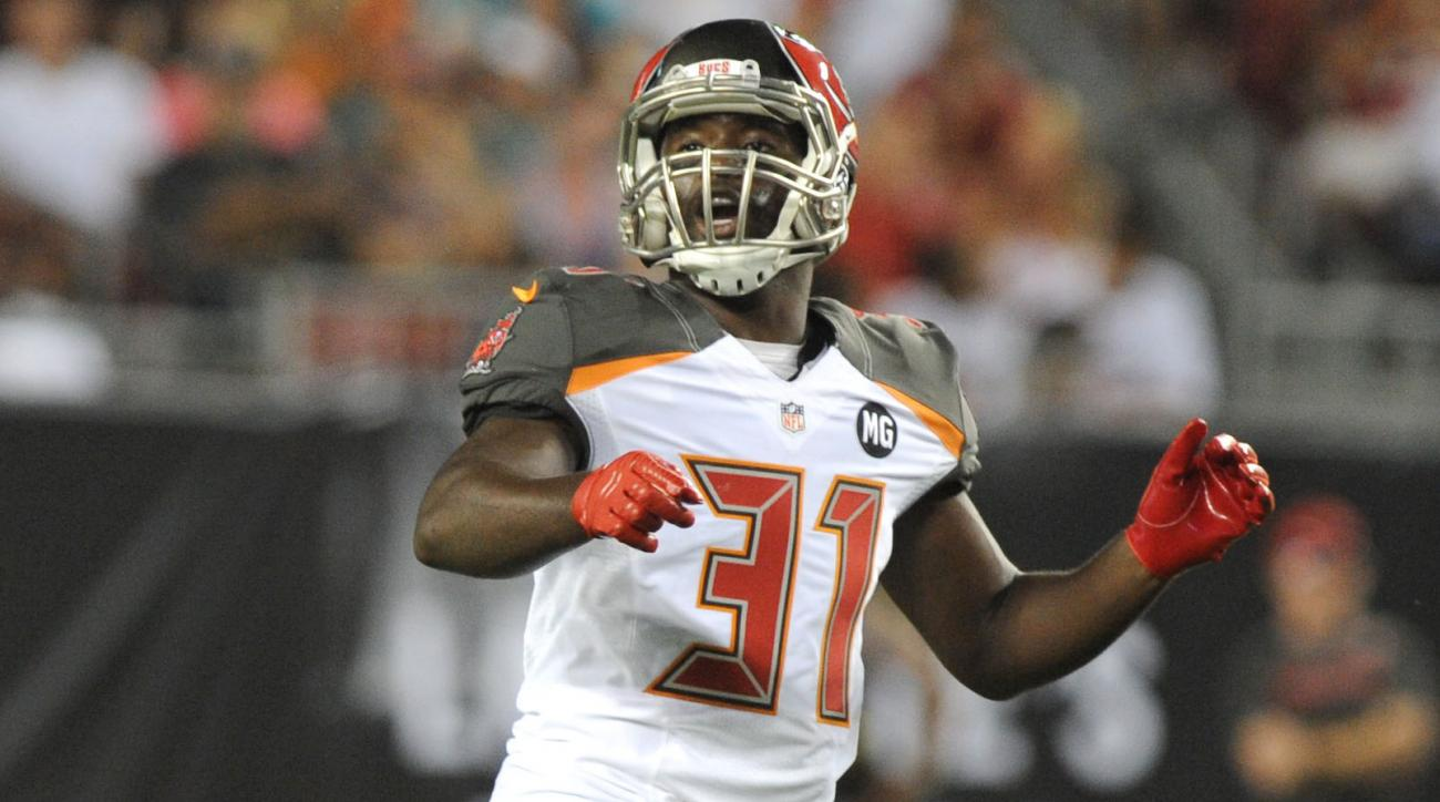 Buccaneers re-sign safety Major Wright