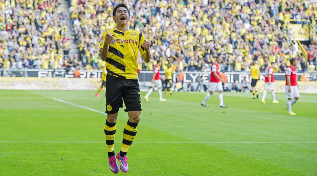 Shinji Kagawa scored and provided an assist in his return to Borussia Dortmund after an unhappy spell at Manchester United.