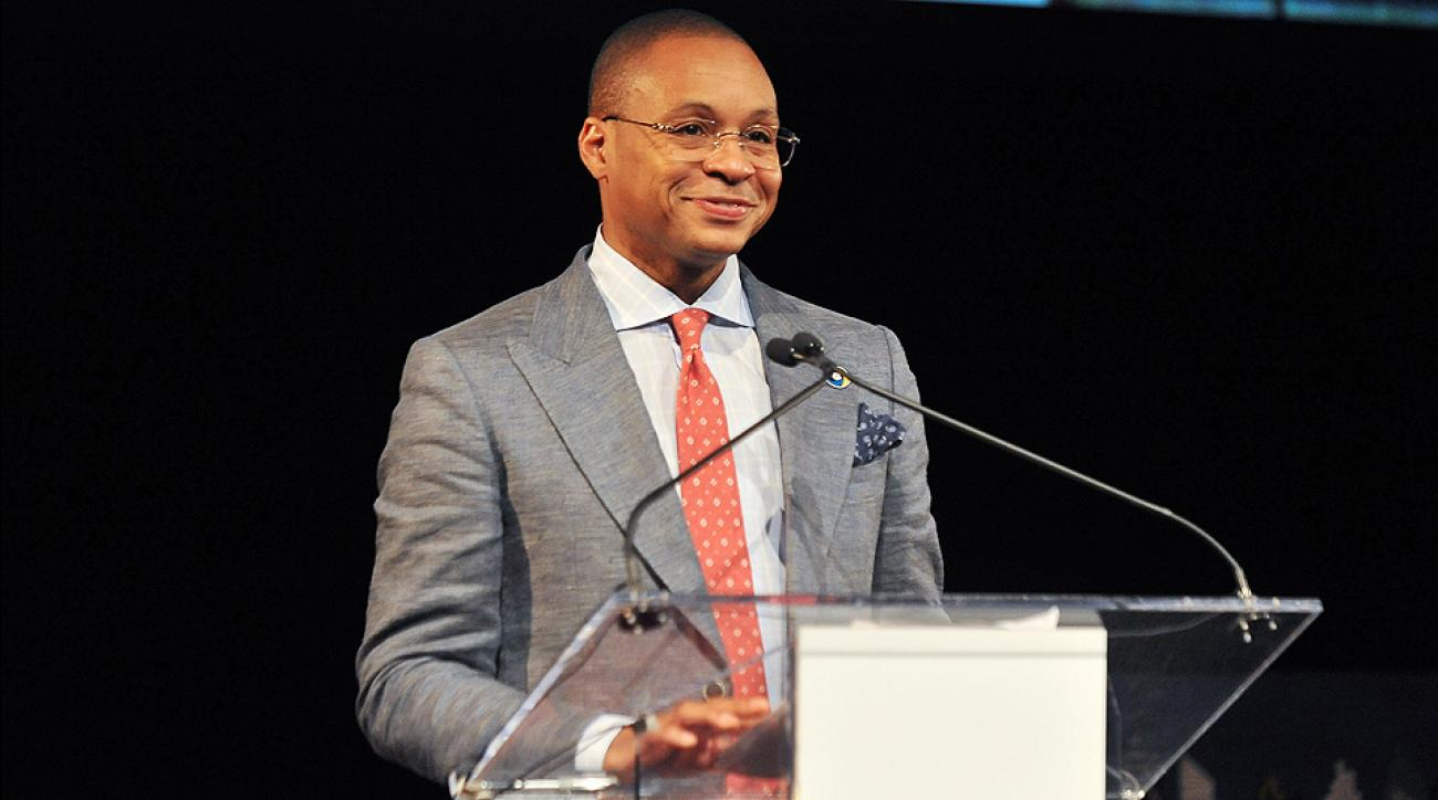 Gus Johnson announces he is stepping down as Fox s No 1 soccer