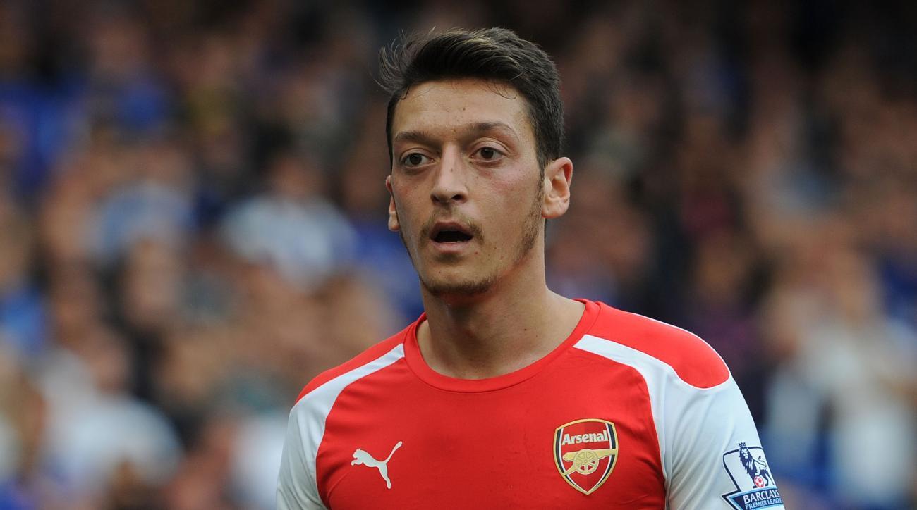 Arsenal Germany Mesut Ozil knee injury