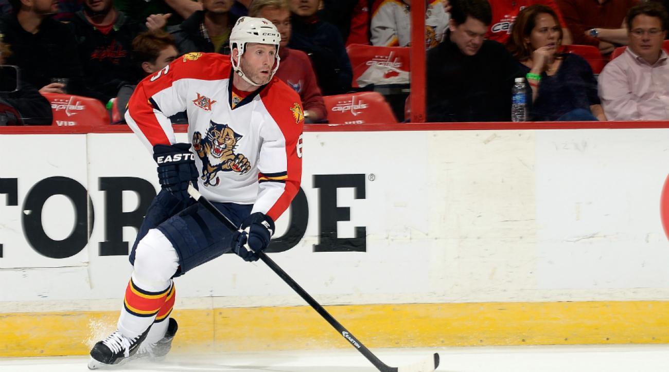Defenseman Ryan Whitney signs KHL