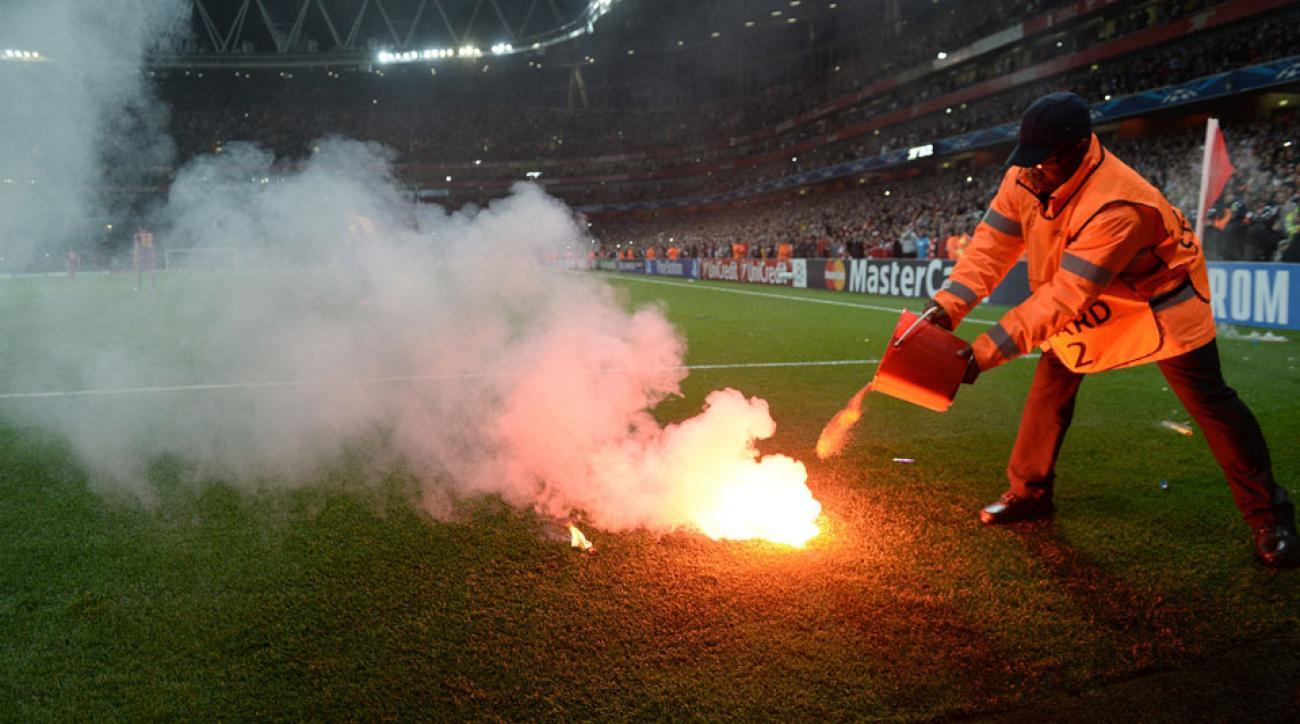 Arsenal vs. Galatasaray flares on field