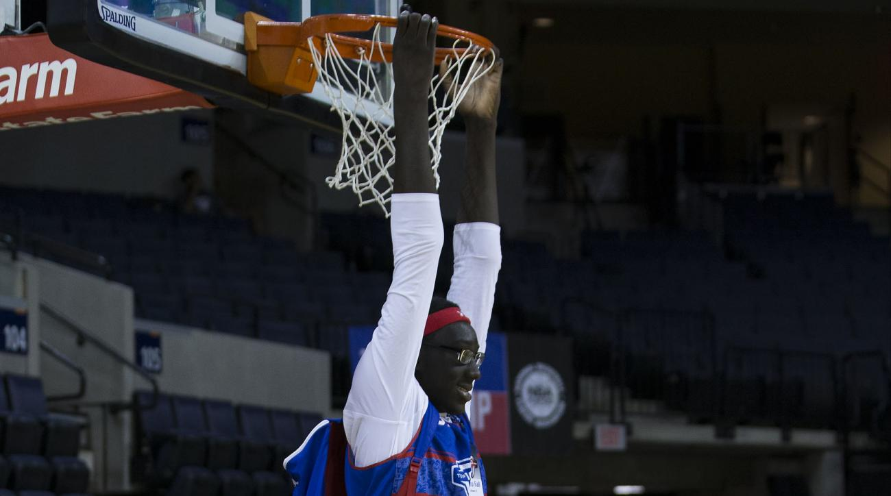 7-foot-5 Tacko Fall commits to UCF