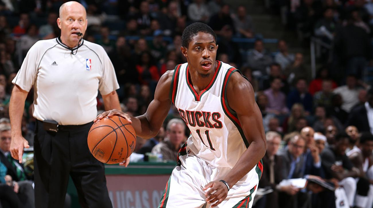 Brandon Knight hit a layup and a free throw to help the Bucks knock off the undefeated Grizzlies.