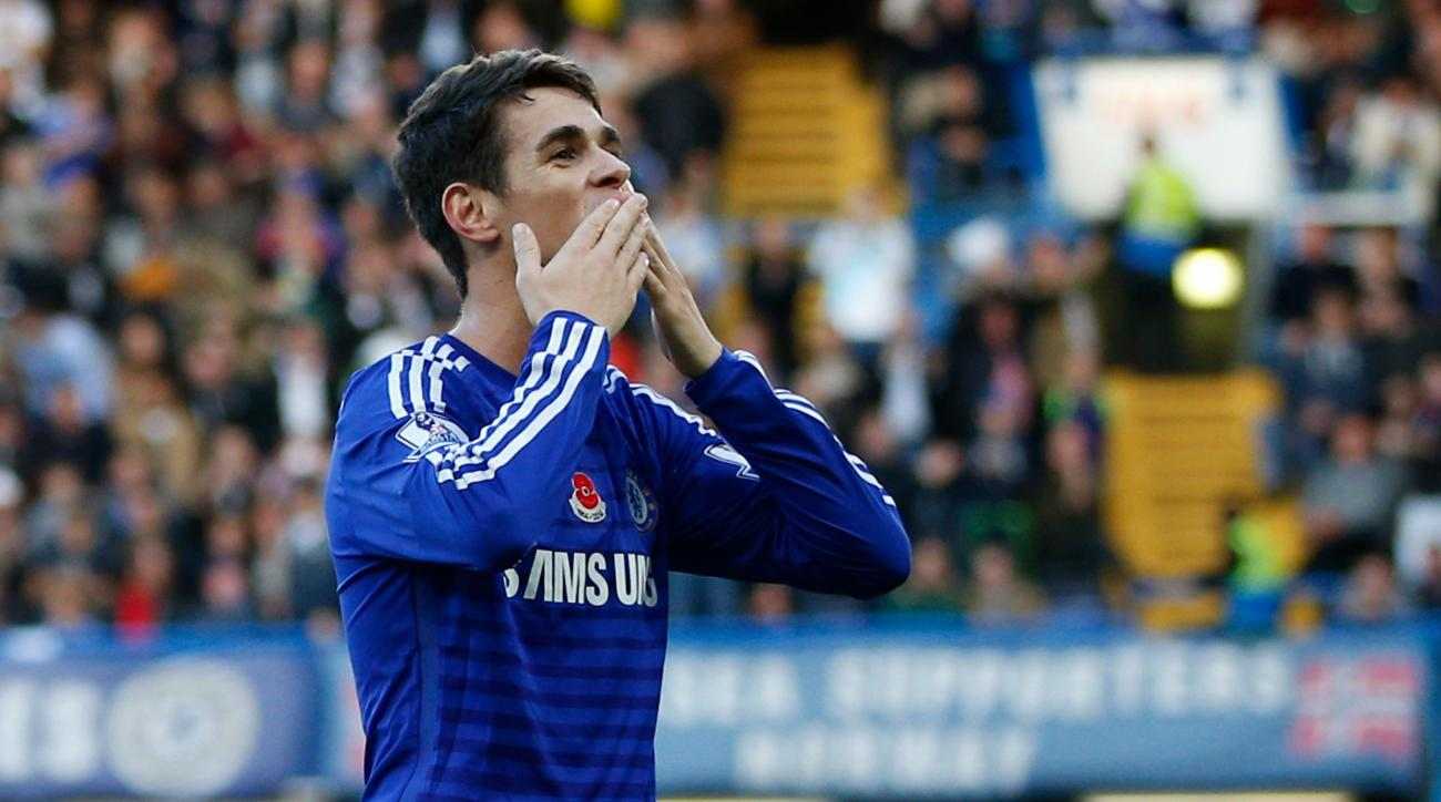 Oscar signs new contract with Chelsea