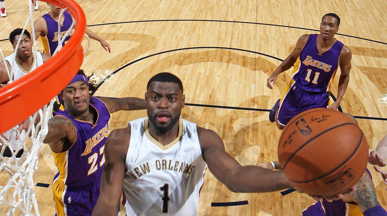 Lakers defense Byron Scott