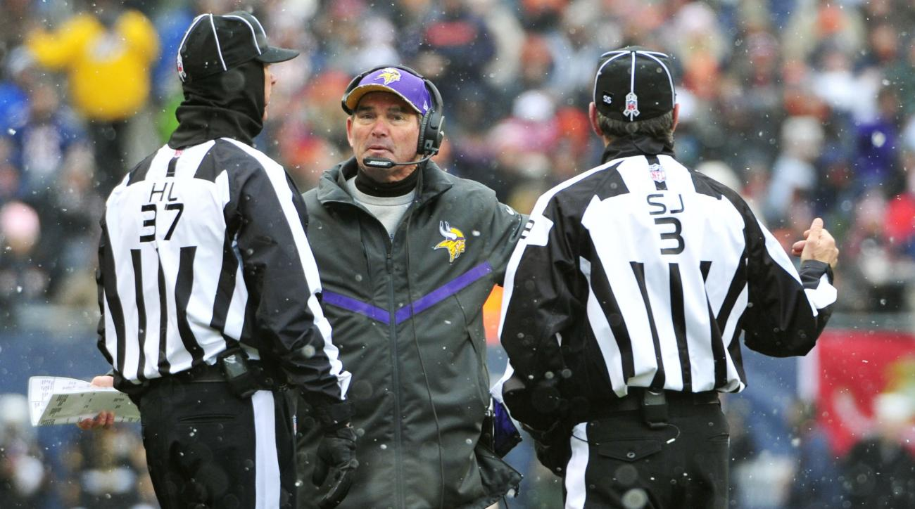 Vikings coach Mike Zimmer clocks