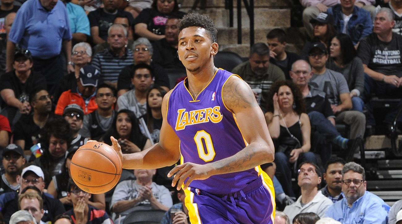 Lakers' Nick Young returning from thumb injury