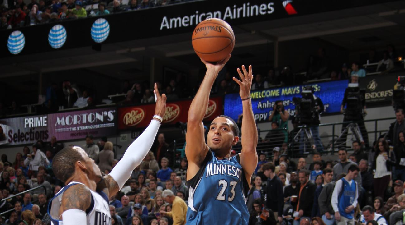Timberwolves' Kevin Martin out with fractured wrist
