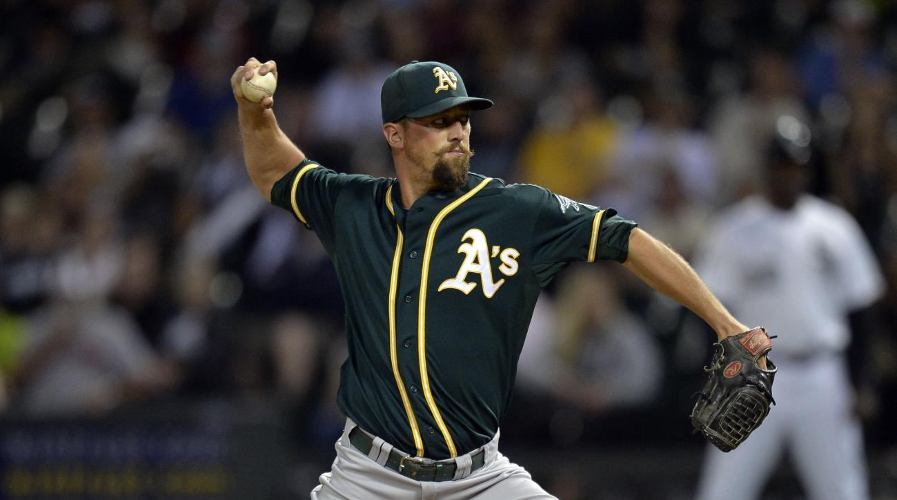 Astros sign Luke Gregerson, Athletics
