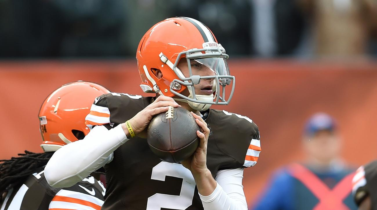 Johnny Manziel sack Wallace Gilberry money signs