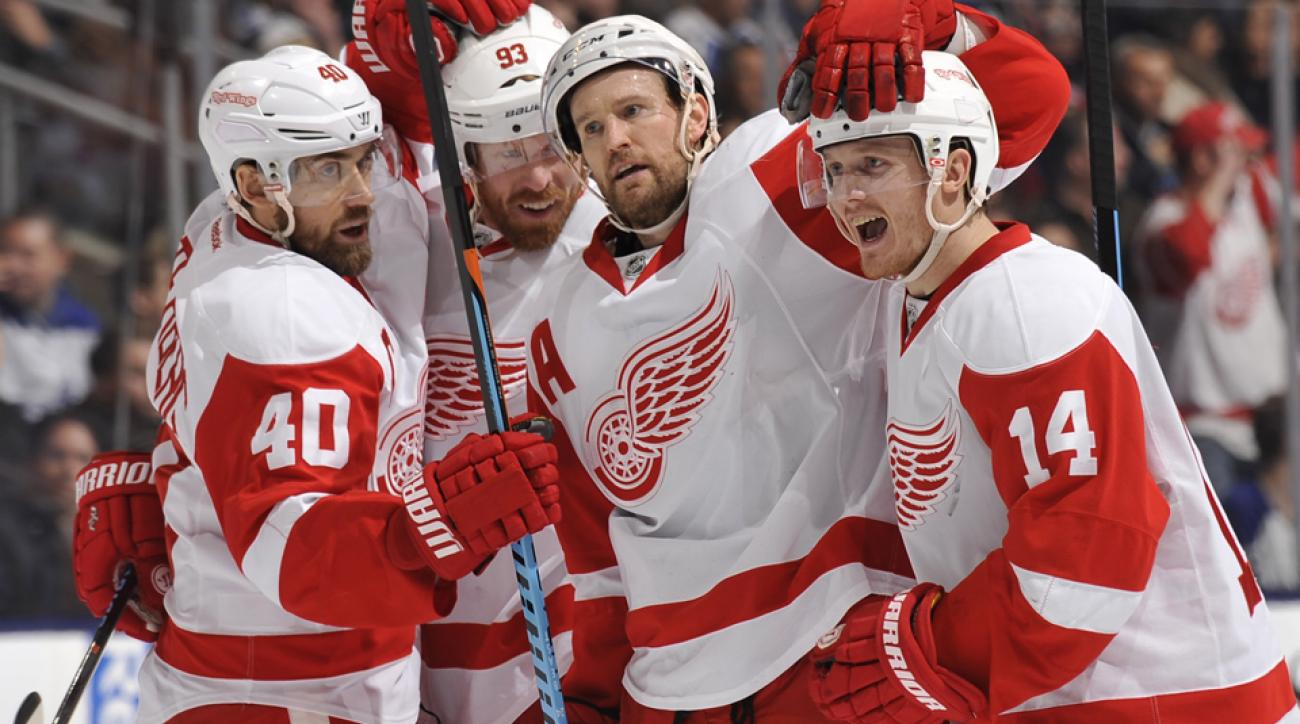 The Detroit Red Wings are making booster shots available to prevent a mumps outbreak.