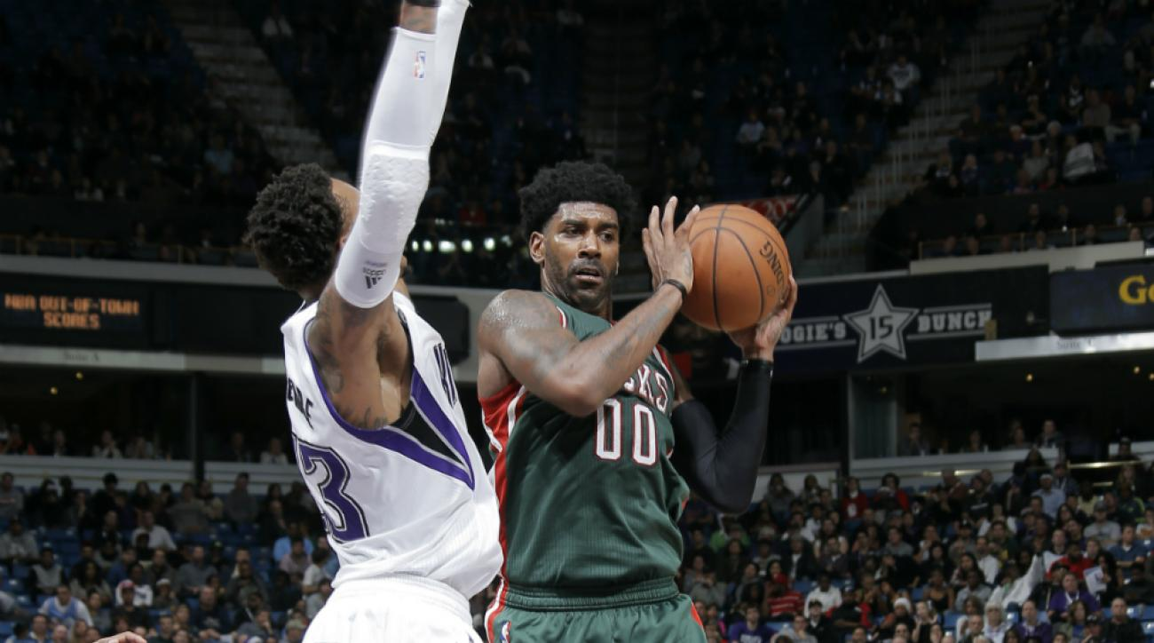 Bucks G O.J. Mayo misses layup ridiculous fashion