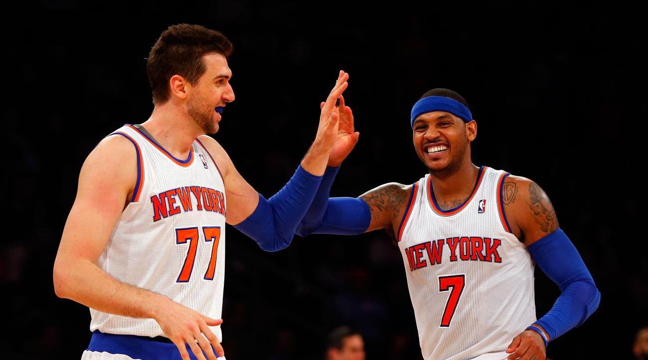 carmelo anthony knee injury update andrea bargnani debut