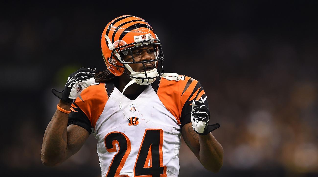 Cincinnati Bengals Geno Atkins Adam Jones argue on sideline