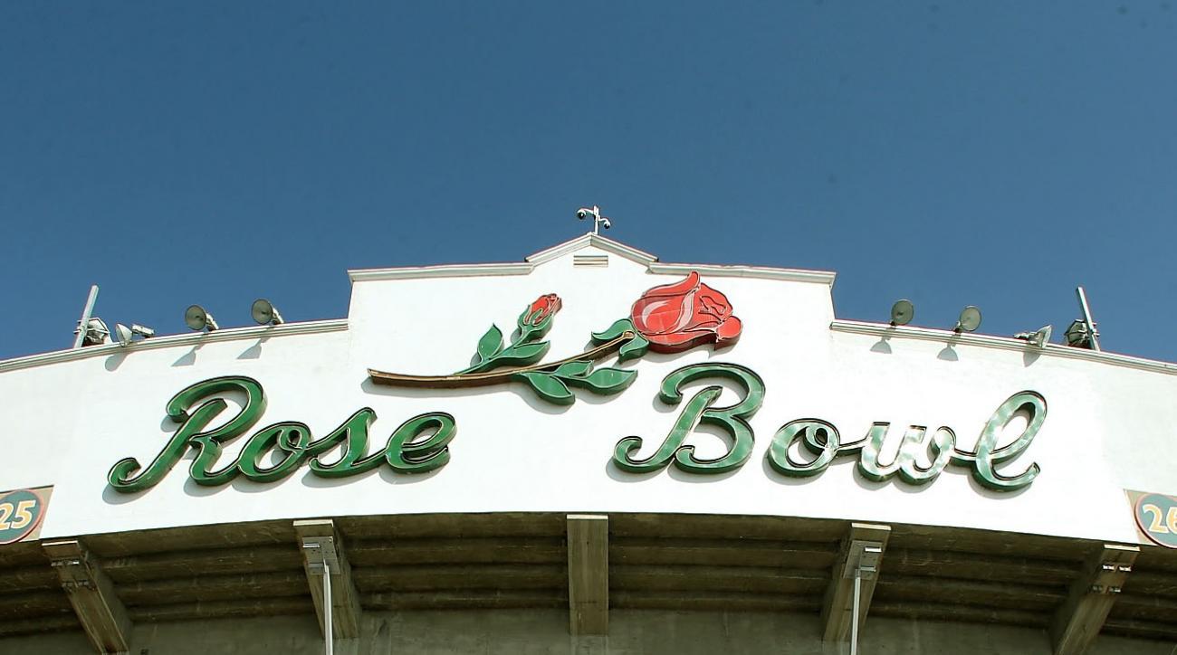 Rose Bowl fan steals cart, DUI