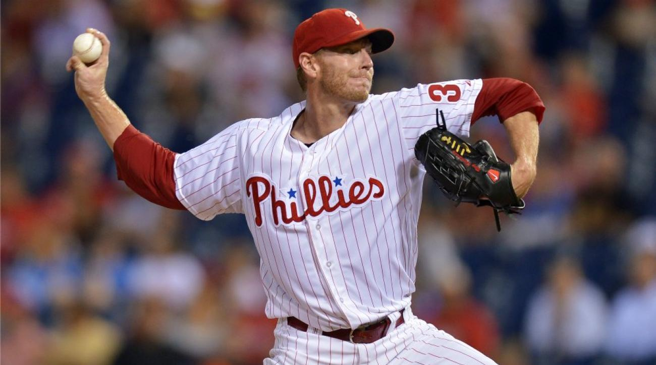 Roy Halladay takes sneaky picture with a fan