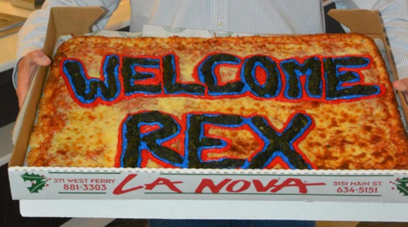 Buffalo Bills give rex Ryan a welcome pizza