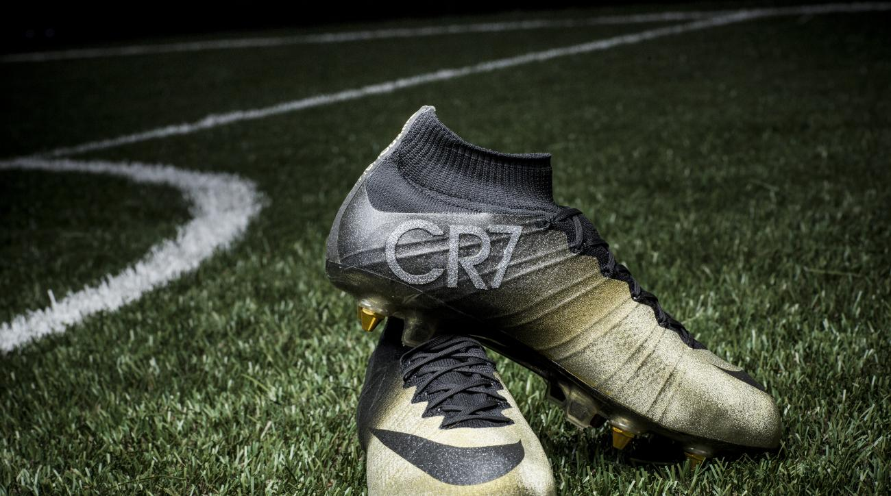 cristiano ronaldo nike cr7 boots gold diamonds