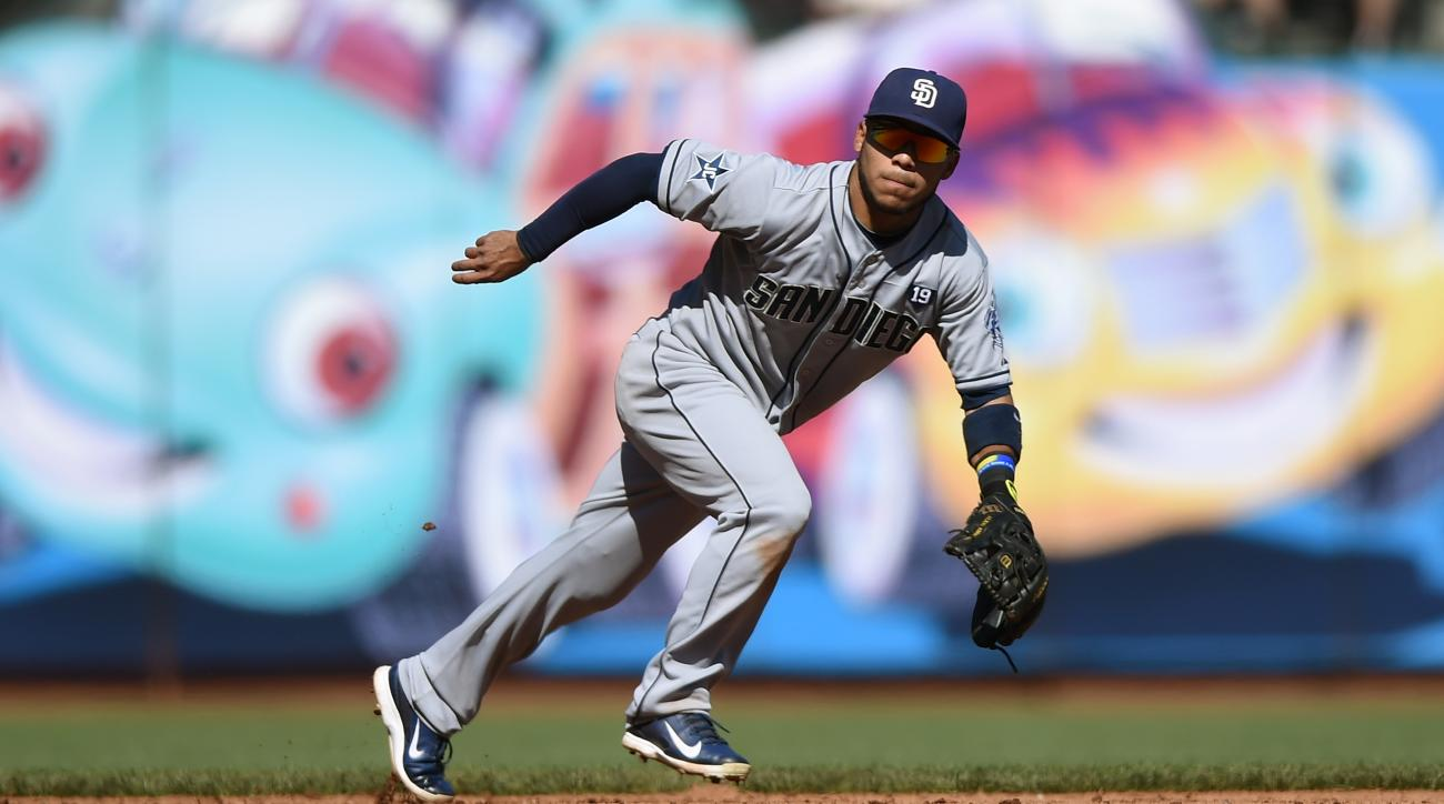 Padres sign Alexi Amarista to 2 year deal