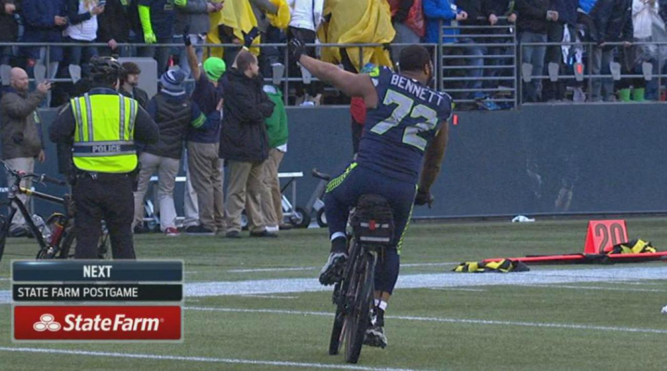 michael bennett bike ride seahawks packers nfc championship