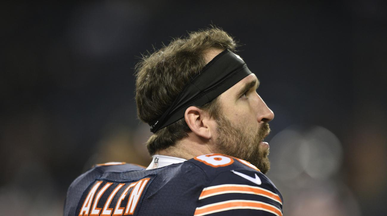 Chicago Bears defensive end Jared Allen is a finalist with Tampa Bay Buccaneers wide receiver for the fourth annual Salute to Service Award.
