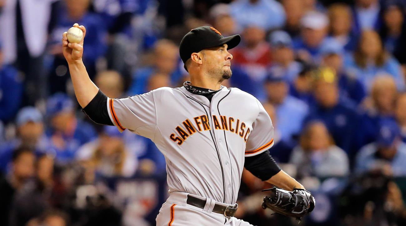 Giants re-sign pitcher Ryan Vogelsong