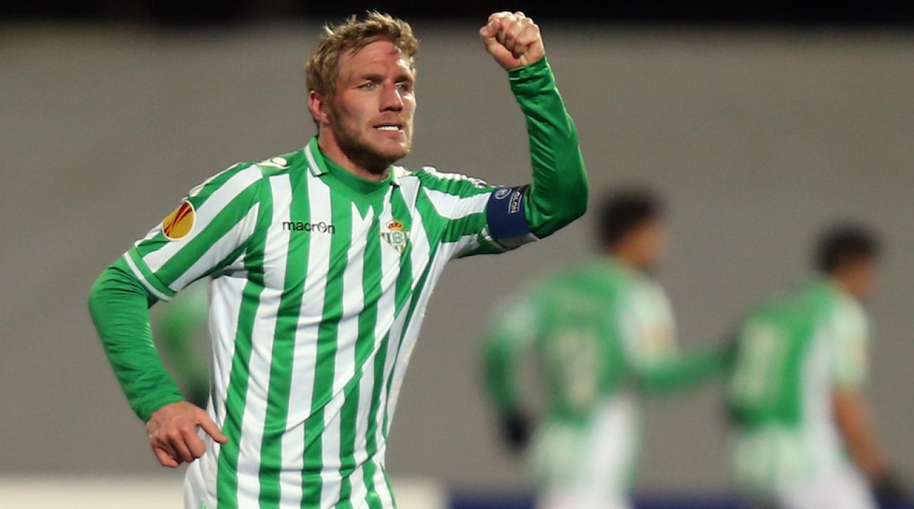 Polish national team defender Damien Perquis has signed with Toronto FC.