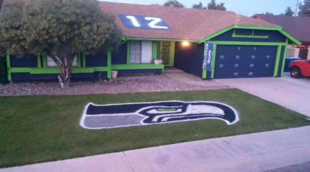Seahawks fan in Arizona shows team spirit by painting house