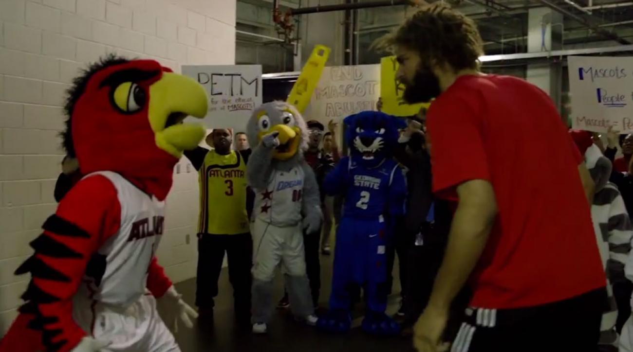 Atlanta Hawks mascot vs Robin Lopez