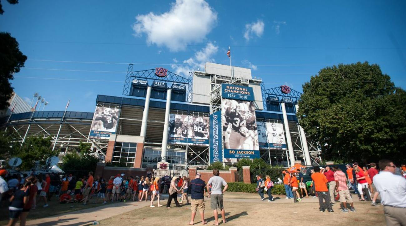 Auburn considering building largest scoreboard in college football
